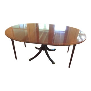 1990s Traditional Baker Furniture Banded Mahogany Oval Dining Table For Sale