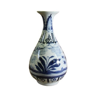 Chinese Blue White Porcelain Oriental Graphic Yuhuchun Vase For Sale
