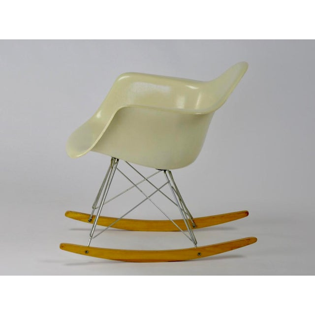 Eames Rocking Chair RAR in Parchment For Sale In Philadelphia - Image 6 of 11