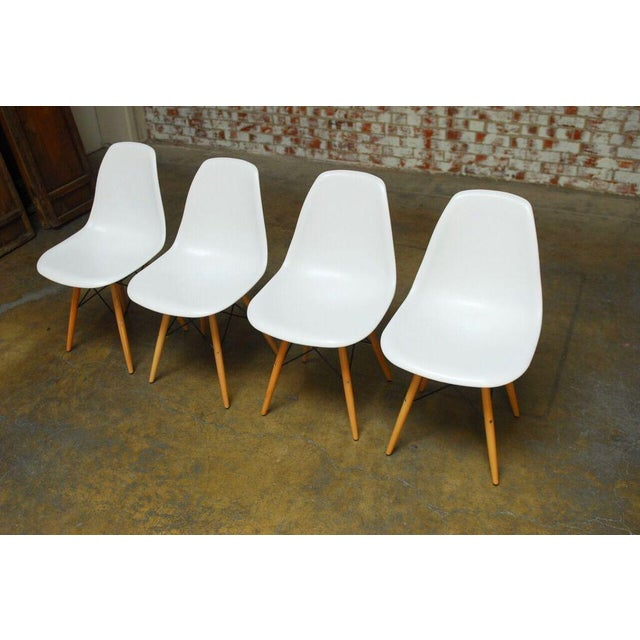 Set of Four Herman Miller Dsw Style Dining Chairs - Image 4 of 11