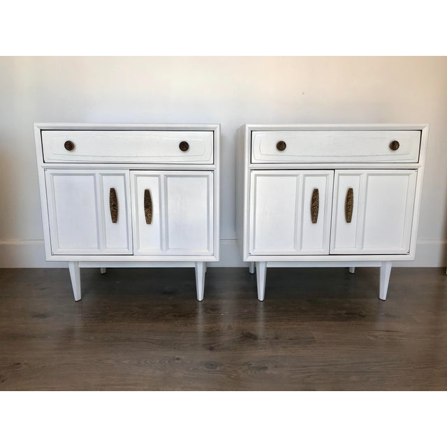 Mid Century Modern Heritage Night Stands- A Pair For Sale - Image 12 of 12