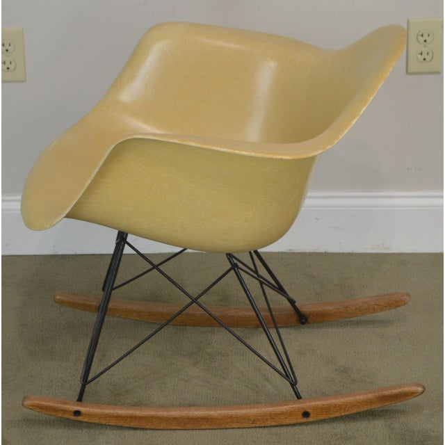 1950s Herman Miller Charles and Ray Eames Fiberglass Shell Rocker For Sale - Image 5 of 13