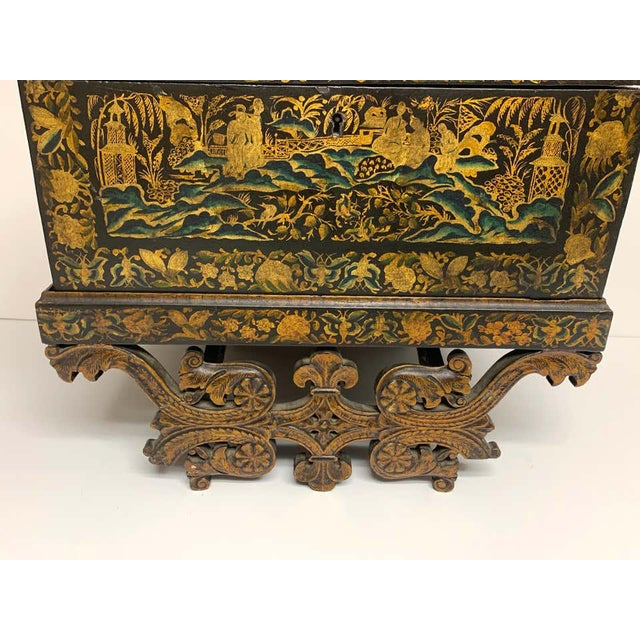 Gold Chinese Export Lacquer Box & Stand, Circa 1820 For Sale - Image 8 of 13
