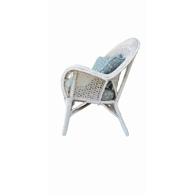 Cottage White Wicker Settee For Sale - Image 3 of 9