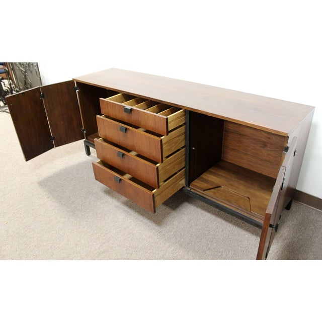 Mid-Century Modern Merton Gershun for Dillingham Walnut Credenza and Hutch, 60's For Sale In Detroit - Image 6 of 10