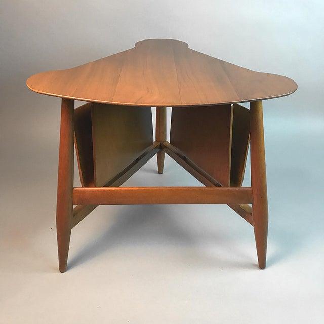 Edward Wormley for Dunbar Wedge Shaped Magazine Table in Sap Walnut & Malabar For Sale In New York - Image 6 of 9