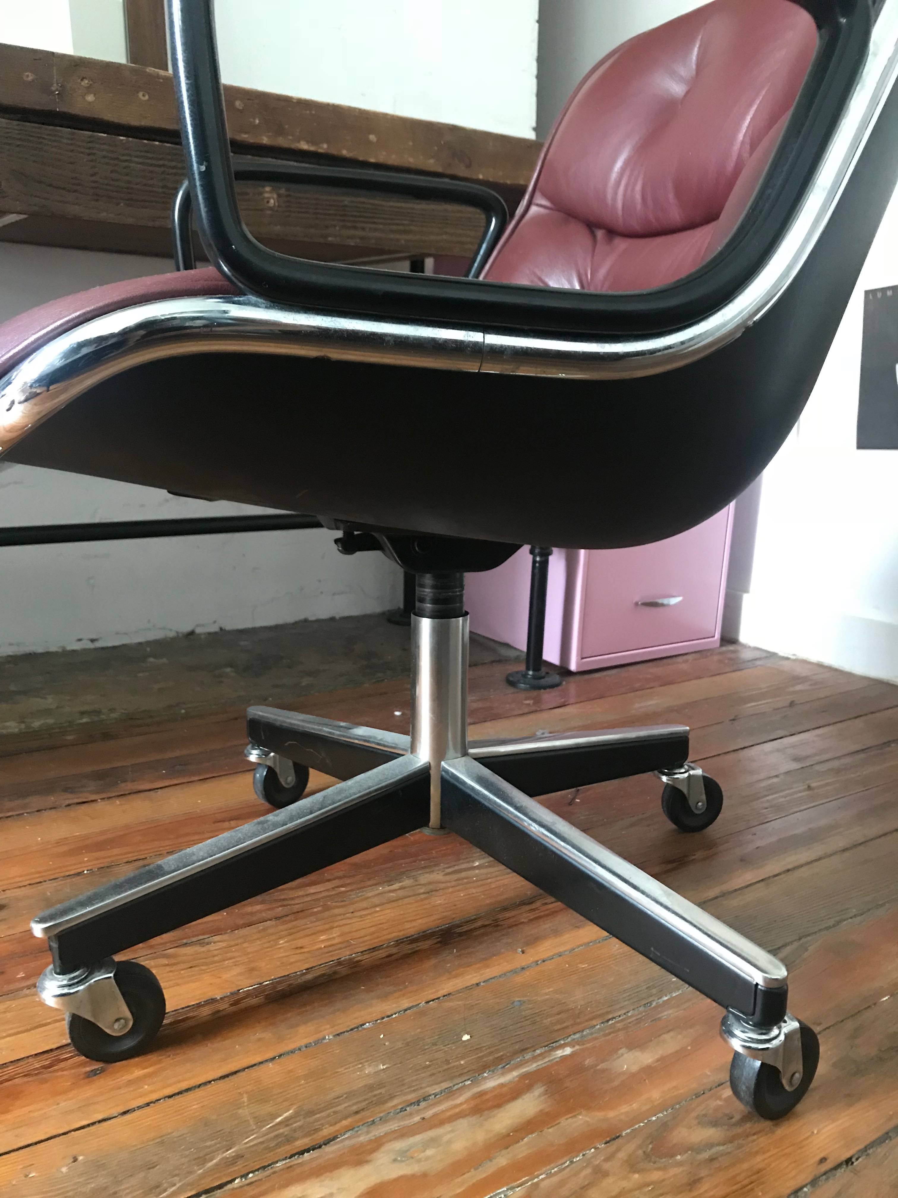 Mid Century Mahogany Executive Desk Chair By Charles Pollock For Knoll For  Sale In New