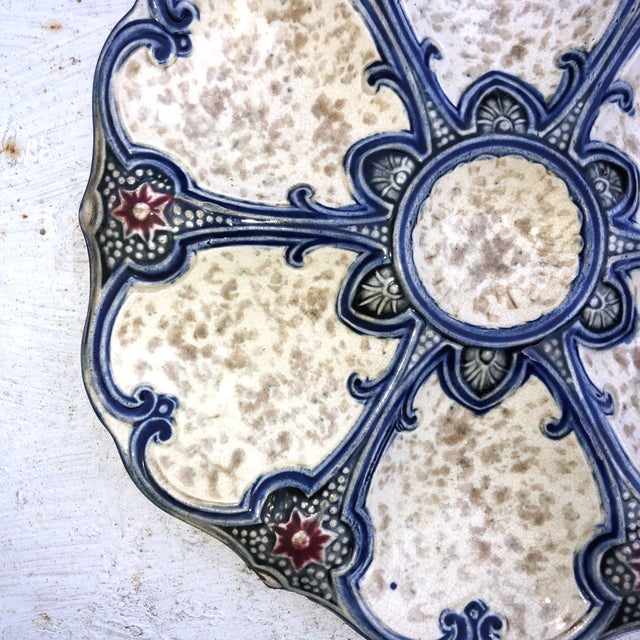 19th-century Majolica oyster plate Wasmuel, the wells are divided by blues lines, and red stars. Reference / Page 48...
