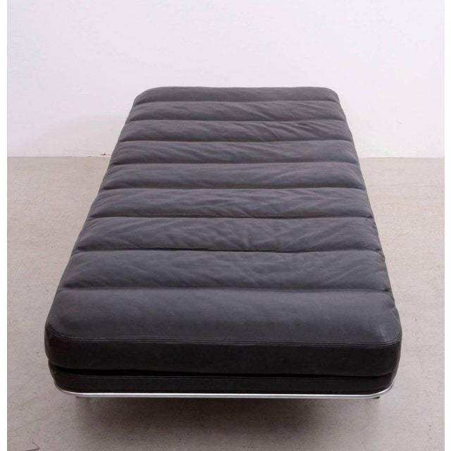 Mid-Century Modern Horst Bruning Daybed in Original Black Leather and Chrome for Kill International For Sale - Image 3 of 6