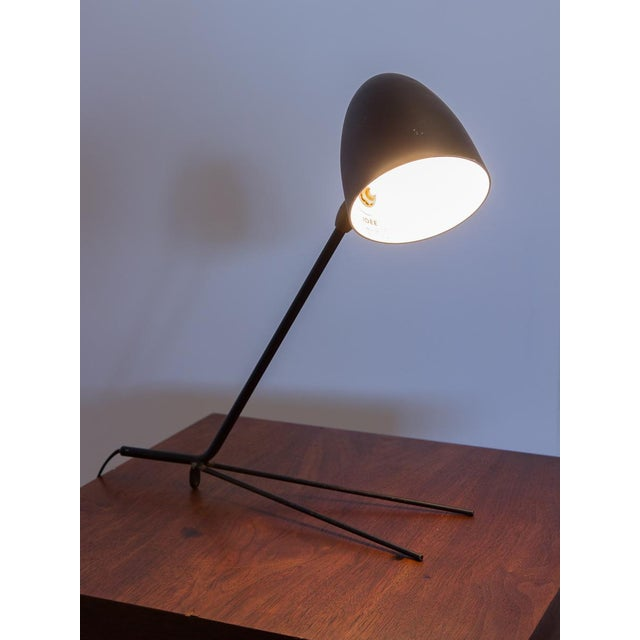 The Cocotte Desk Lamp was created by by French lighting design pioneer Serge Mouille in 1957. Our lamp is an early reissue...