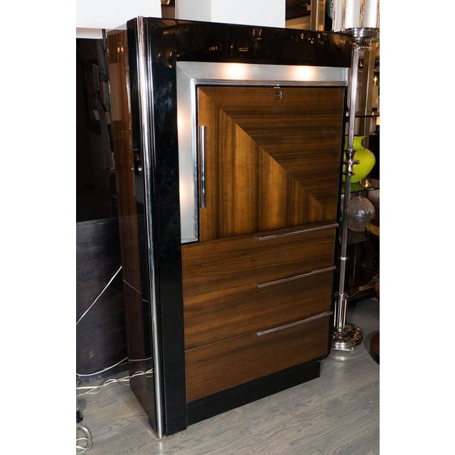 Art Deco Bar Cabinet in Walnut and Black Lacquer For Sale - Image 9 of 10