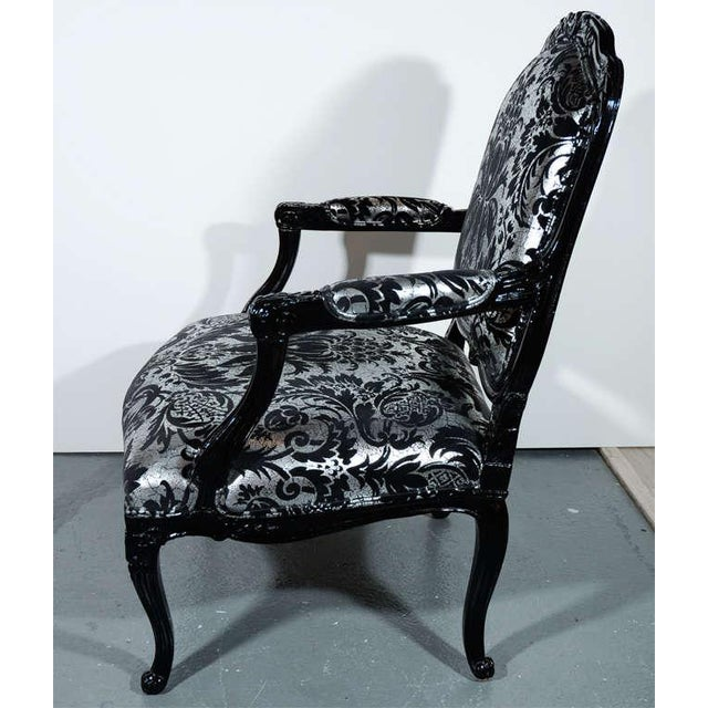 Silver Hollywood Regency Bergere Chair in Embossed Velvet & Black Lacquer For Sale - Image 8 of 10