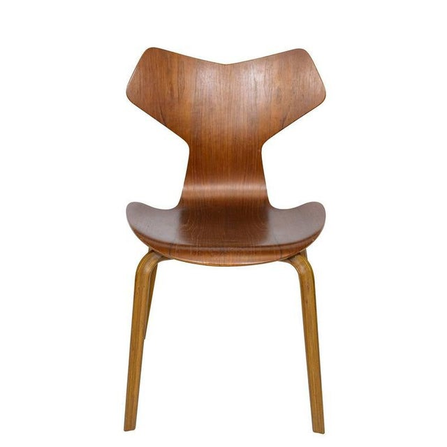 "Mid-Century Modern Set of Four Arne Jacobsen ""Grand Prix"" Chairs For Sale - Image 3 of 10"