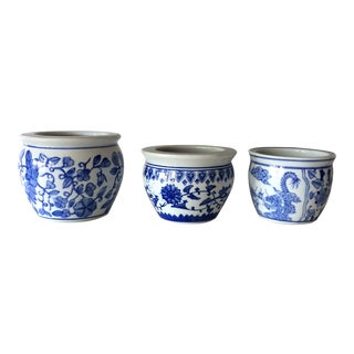 1980s Chinoiserie Blue and White Flower Pots - Set of 3 For Sale
