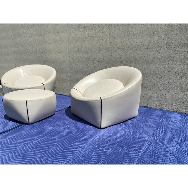 Minotti 2004 Minotti Capri White Leather Chairs and Ottoman- 3 Pieces For Sale - Image 4 of 13