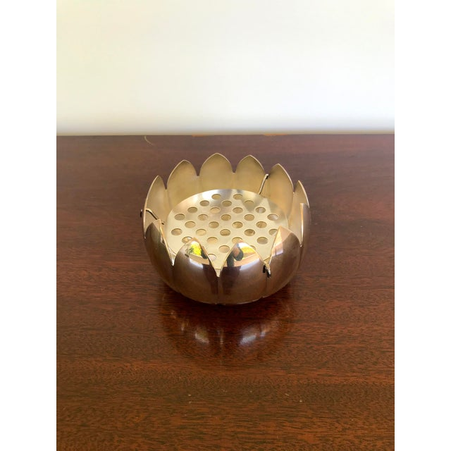 Beautiful silver plate waterlily with flower frog insert. Remove the insert and use as a candy dish, desk organizer, key...