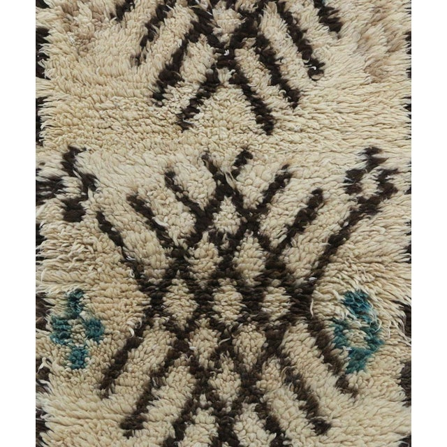 "Azilal Vintage Moroccan Rug, 2'9"" X 6'2"" Feet For Sale - Image 4 of 6"