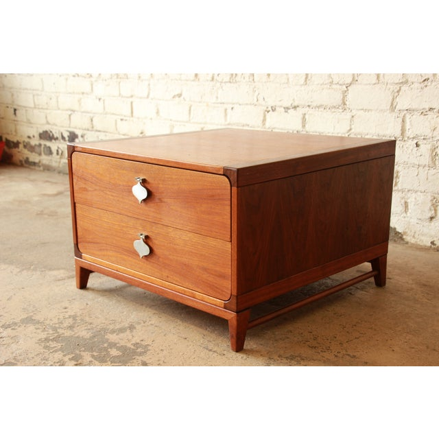 Mid-Century Modern End Table by Brown Saltman For Sale - Image 5 of 7