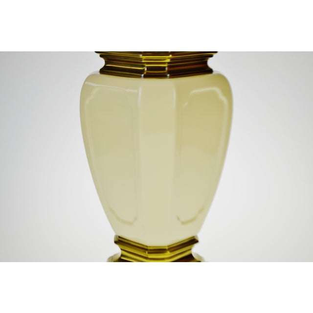 Vintage Stiffel Porcelain & Brass Table Lamp For Sale In Philadelphia - Image 6 of 10
