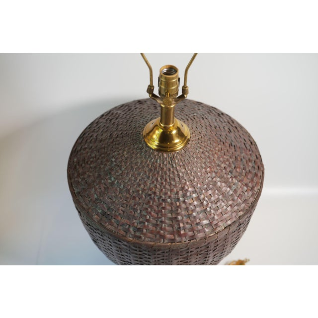 Hollywood Regency Maitland-Smith Woven Copper Basket Form Table Lamp For Sale - Image 3 of 6