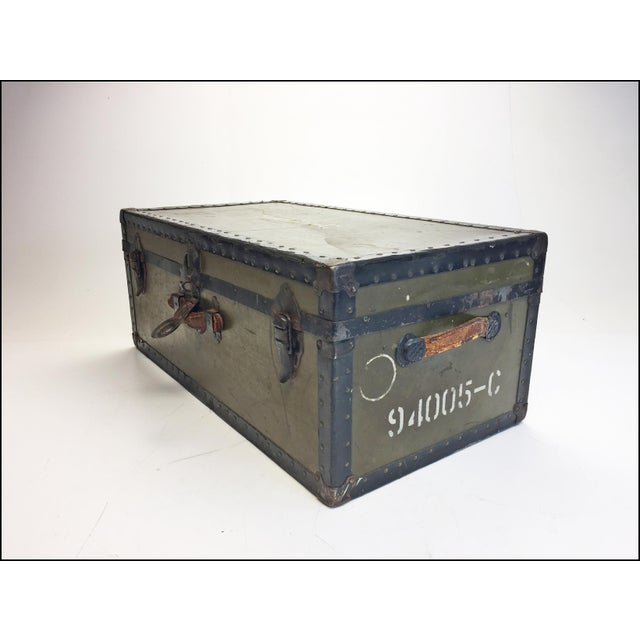 1950s Vintage Industrial Green Us Military Foot Locker Trunk For Sale - Image 5 of 13