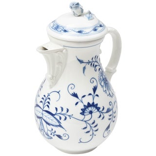 Meissen Blue Onion Coffee Pot, Vibrantly Painted and Very Nice Condition For Sale