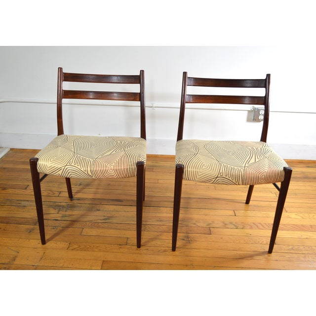 Set of 2 dining chairs in rosewood by Arne Wahl Iversen for Glyngore Stolefabrik, Denmark, 1960s. The rosewood frame has a...