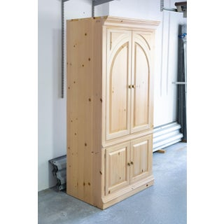 1990s Traditional Lexington Solid Pine Wood Armoire & Tv Center Preview