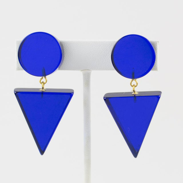 1980s Geometric Lucite Clip-On Earrings Intense Royal Blue For Sale In Atlanta - Image 6 of 6