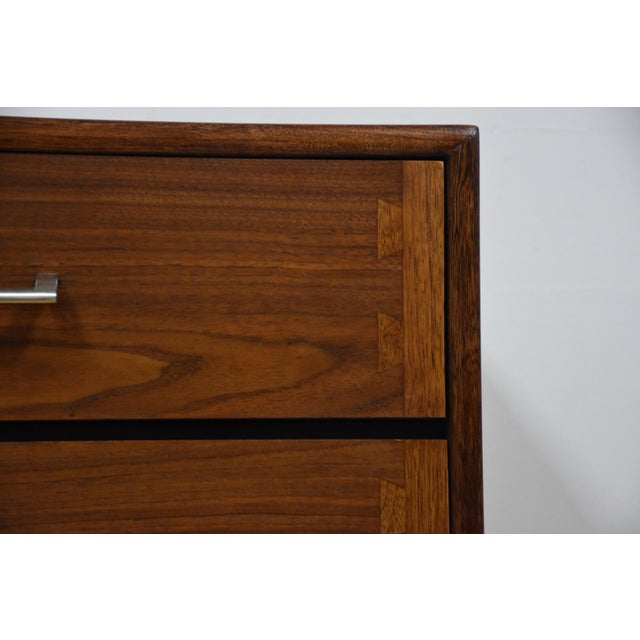 Lane Acclaim Mid-Century Walnut Dresser For Sale - Image 10 of 11