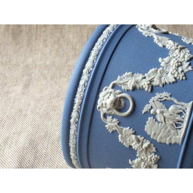 1900 - 1909 Wedgewood Blue Jasperware Cachepot For Sale - Image 5 of 10
