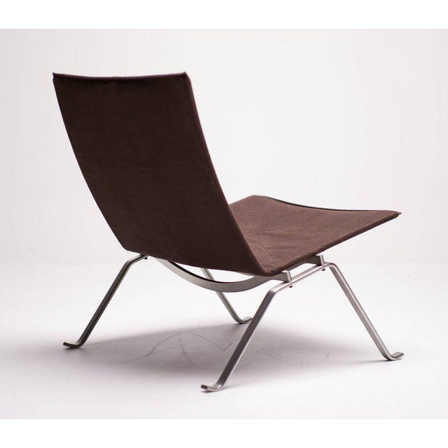 This PK22 is from the 2006 limited edition one year production canvas series. Made by Fritz Hansen, marked with label and...
