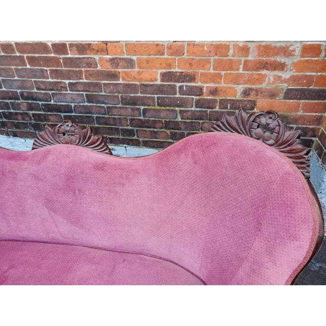 Victorian Antique Victorian Pink Velvet Carved Wood Purple Settee For Sale - Image 3 of 9