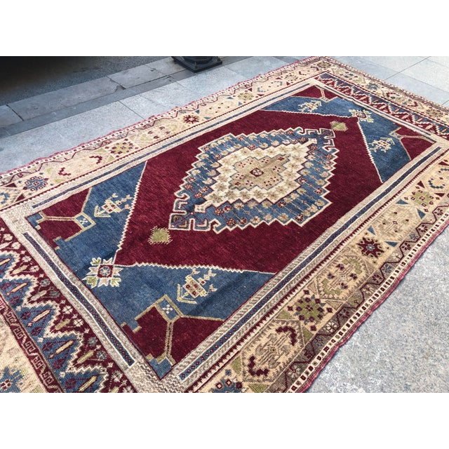 1960s Vintage Oversize Turkish Rug- 4′7″ × 8′8″ For Sale - Image 10 of 11