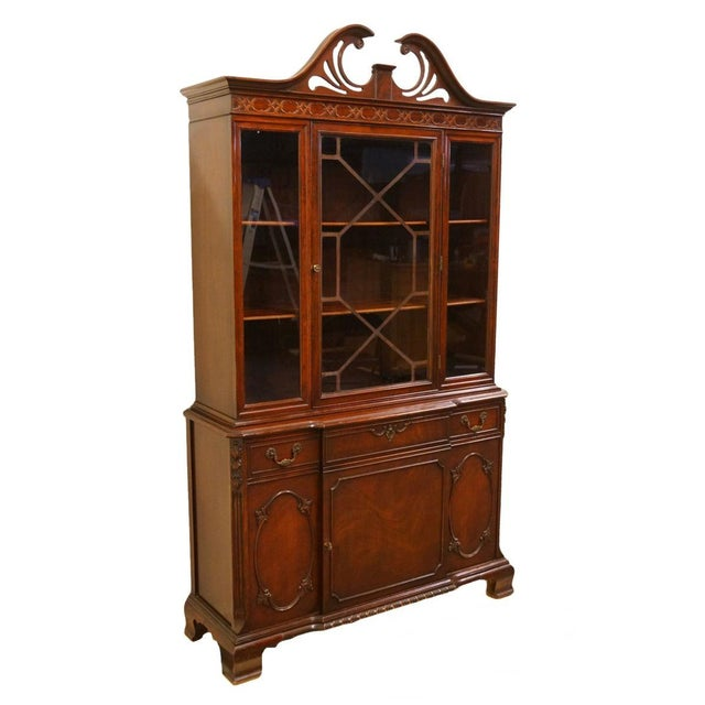 20th Century Traditional Bernhardt Furniture Duncan Phyfe Mahogany China Cabinet For Sale - Image 11 of 11