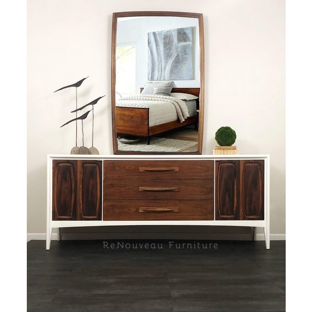 This classic, mid century modern Broyhill Emphasis bedroom dresser and mirror is the picture-perfect addition to the mid...