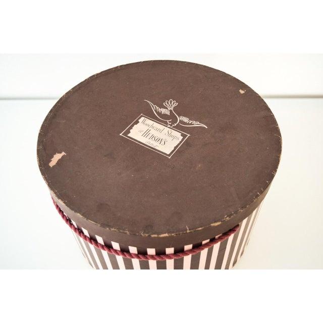 Vintage Pink & Eggplant Striped Hudson's Department Store Detroit Hat Box For Sale - Image 5 of 6