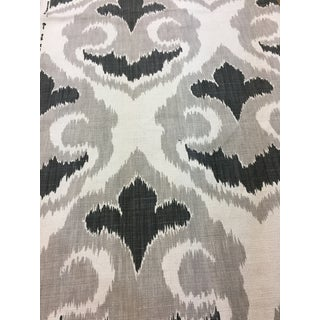Contemporary Gray Vilber Fabric - 54ʺW × 72ʺD For Sale