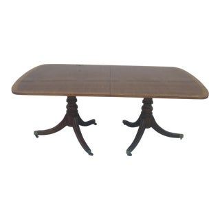 1960s Traditional Henredon Mahogany Banded Dining Table For Sale