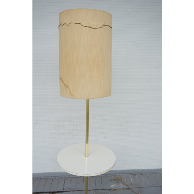 Paul McCobb Vintage Mid-Century Paul McCobb Style Brass Floor Lamp Table For Sale - Image 4 of 11