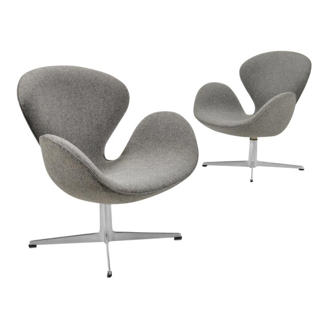 Arne Jacobsen Pair of Swan Chairs by Fritz Hansen For Sale
