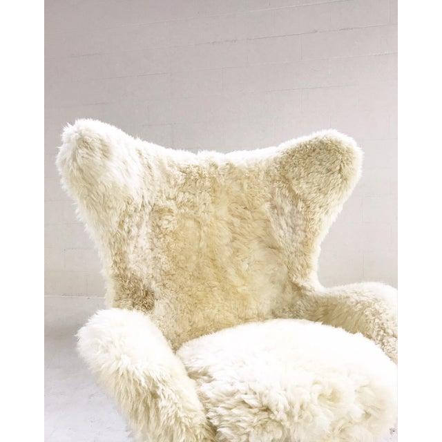 Arne Jacobsen for Fritz Hansen Egg Chair Restored in Brazilian Sheepskin and Leather For Sale - Image 9 of 10