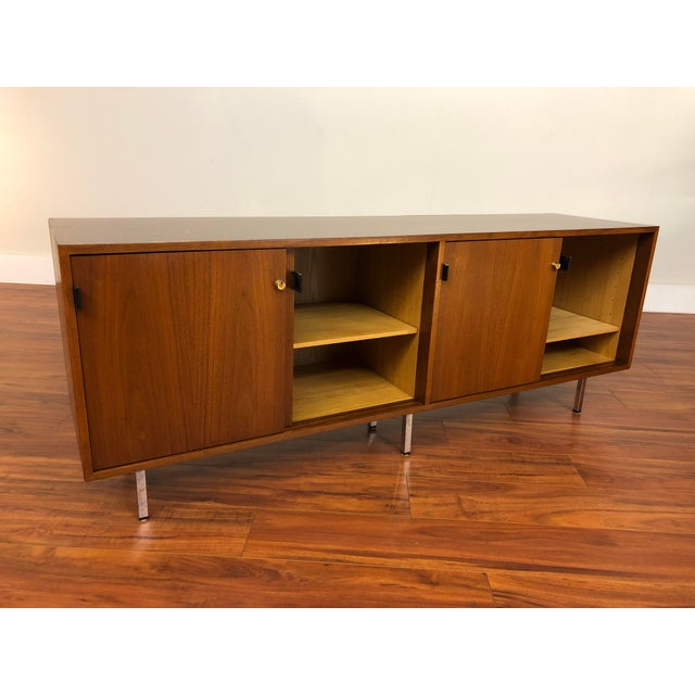 Metal Florence Knoll Vintage Walnut 4 Position Credenza - Circa 1960s For Sale - Image 7 of 11