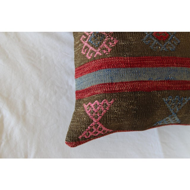 20 Inched Large Vintage Turkish Handmade Wool Large Pink Kilim Pillowcase For Sale - Image 4 of 7