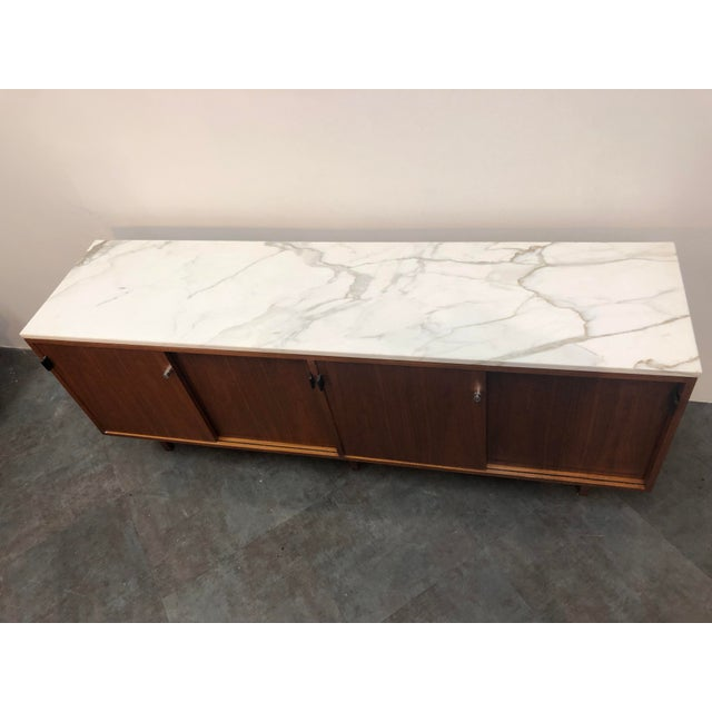 1960s Mid-Century Modern Florence Knoll Calcutta Marble Top Walnut Credenza Set- 2 Pieces For Sale In Buffalo - Image 6 of 13