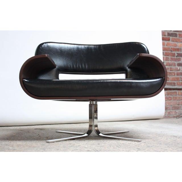 Jorge Zalszupin Brazilian Modern Jacaranda and Leather Swiveling Lounge Chair by Jorge Zalszupin For Sale - Image 4 of 13