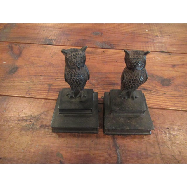 Beautiful and classic owl bookends for the office or den or library. The owls and books are both non magnetic bronze.
