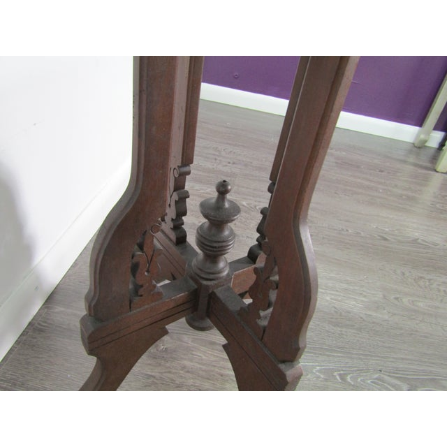 1950s English Traditional Mirror Topped Pedestal Carved Wood Table For Sale - Image 4 of 6