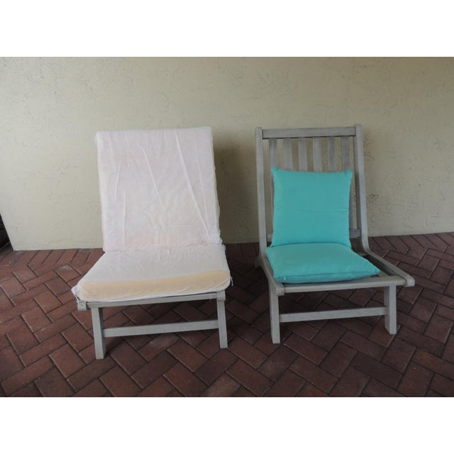 Modern Pair of Safavieh Outdoor Lounge Chairs For Sale - Image 3 of 5