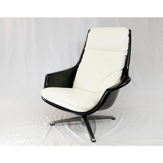 Mid-Century Molded Resin Plastic Chair - Image 4 of 8